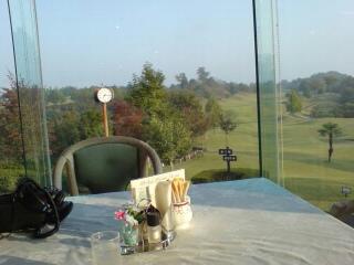 ゴルフコースで朝食を