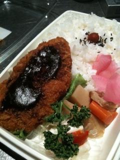 名古屋でお昼だぎゃー♪(´ε` )